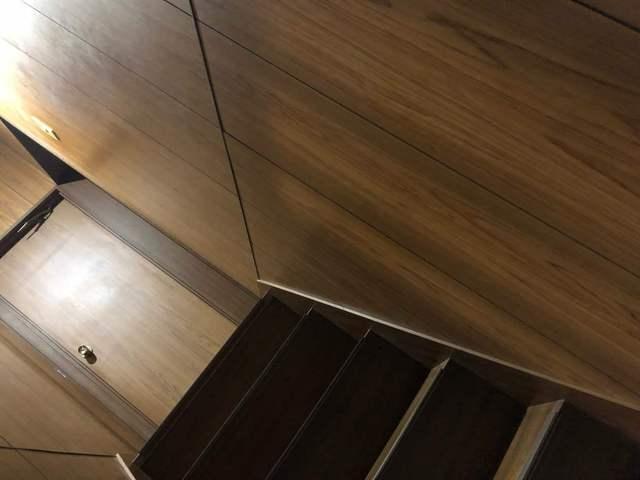 階段の手すり 施工前1 .jpg